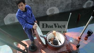 Clip tàu ngầm Trường Sa thử nghiệm lặn nổi trong bể thử nghiệm