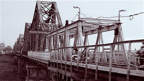 'Phá cầu Long Biên, lịch sử sẽ lên án'