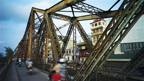 HN thêm 5 di tích đặc biệt, cầu Long Biên lo bị phá