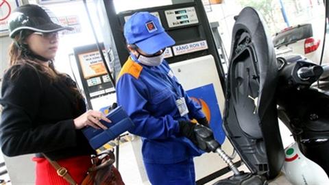 Không giảm giá xăng: DN lãi to,quỹ bình ổn dư trăm tỷ