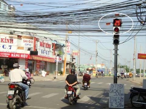 Tai nạn giao thông rất dễ xảy ra khi cố vượt đèn đỏ