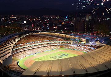 Sân vận động chính phục vụ cho Asiad 2014 chưa sử dụng nhưng đến nay đã là tranh cãi không nhỏ của Hàn Quốc về việc gánh nợ dù Asiad còn hai năm nữa mới diễn ra. Ảnh: GETTY IMAGES