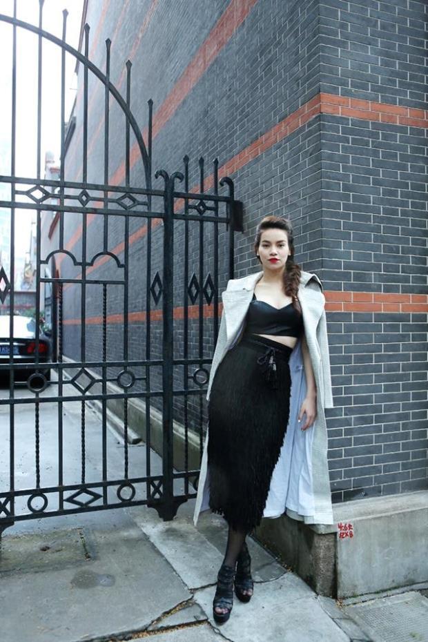 Là gương mặt đại diện duy nhất của Việt Nam và được đích thân ban tổ chức cũng như nhà thiết kế Kelly Bùi mời, Hồ Ngọc Hà hoàn thành xuất sắc vai trò của mình trên sàn catwalk dù đã không tham gia biểu diễn thời trang.