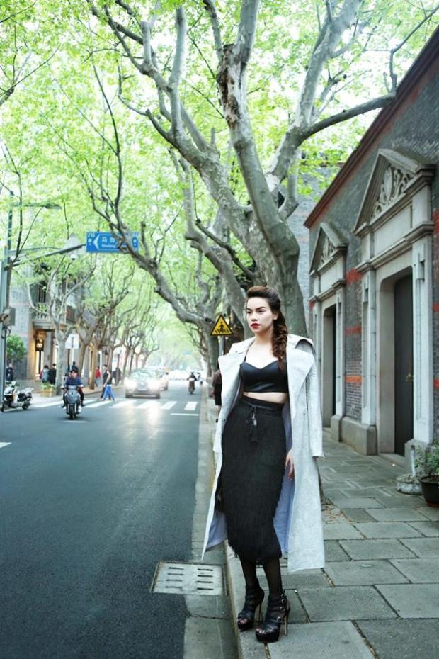 Năm 2004,Hồ Ngọc Hà giới thiệu album đầu tay mang tên 24 giờ 7 ngày. Sau 10 năm theo đuổi và chinh phục công chúng, cô đang là một trong những ca sĩ hàng đầu Việt Nam.