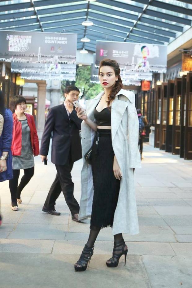 Từ ngày 13/4, Hồ Ngọc Hà có mặt tại Thượng Hải để tham gia Shanghai Fashion Week F/W 2014 với tư cách là gương mặt mở màn cho bộ sưu tập của nhà thiết kế Kelly Bùi.