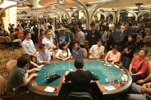 GS Hà Tôn Vinh: Cân nhắc giữa được mất, Việt Nam nên cho phép người Việt vào casino.