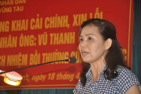Bà Vui (vợ ông Hải) phát biểu ý kiến tại buổi xin lỗi công khai.