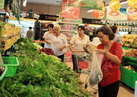 Rau được bày bán trong siêu thị do các hợp tác xã rau an toàn cung cấp thực chất được thu gom từ các chợ đầu mối
