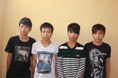 Nét mặt sợ hãi của 4 thanh thiếu niên được đăng tải trên báo chí địa phương về thành tích phá án cướp 2 cái mũ của công an Tiên Lãng