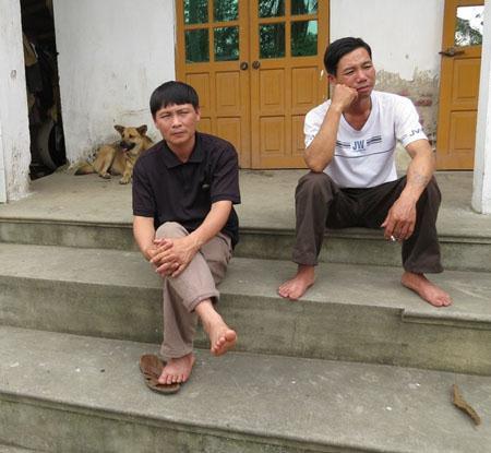 Từ ngày con thành tù nhân, những ông bố bà mẹ này chỉ biết chạy quay kêu cứu trong vô vọng