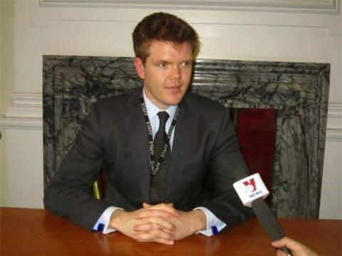 Ông Edward Schwarck - Giám đốc Chương trình châu Á thuộc Viện Nghiên cứu Quốc phòng và An ninh Hoàng gia Anh.