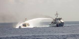 Tàu Trung Quốc bắn vòi rồng vào tàu cảnh sát biển Việt Nam cách giàn khoan 5 hải lý