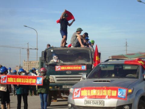 Xô xát khởi nguồn từ cuộc đình công, phản đối Trung Quốc hạ đặt giàn khoan Hải Dương 981 trong vùng đặc quyền kinh tế của Việt Nam
