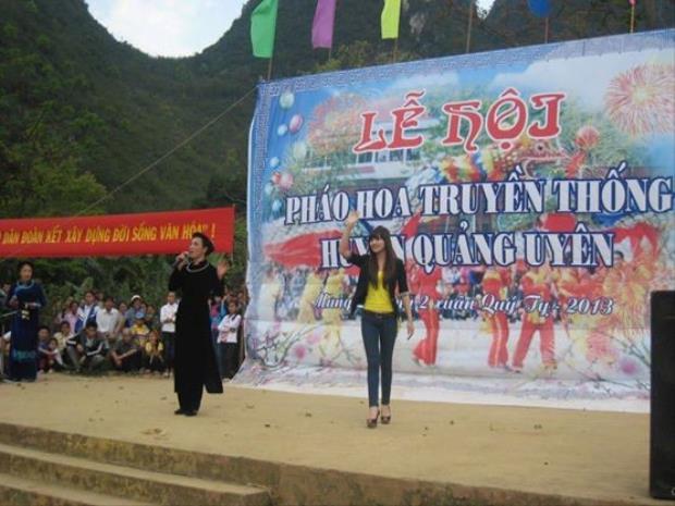 Hoa hậu các dân tộc Việt Nam 2011 Triệu Thị Hà bị đánh giá chọn trang phục không phù hợp trong một sự kiện ở quê hương.