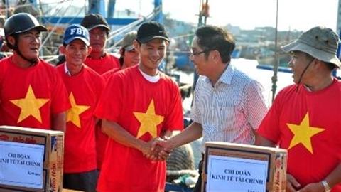 Nhà khoa học lo an toàn, ngư dân biển Đông thẳng tiến