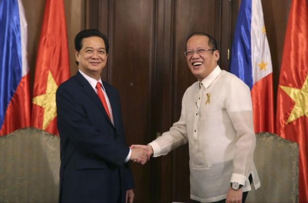 Thủ tướng Nguyễn Tấn Dũng hội đàm Tổng thống Philippines Bengino Aquino ngày 21-5. Ảnh: Reuters