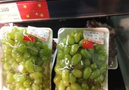 Big C dán cờ Trung Quốc lên nho xanh Việt Nam