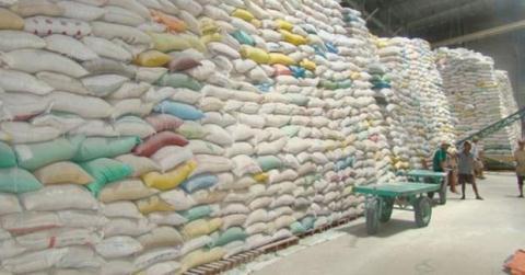 Với lý do lỗ, nhiều doanh nghiệp đã xin trả lại hợp đồng cung ứng gạo xuất khẩu.