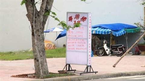 Treo biển hiệu tiếng Trung Quốc sai quy định, phạt 10 triệu