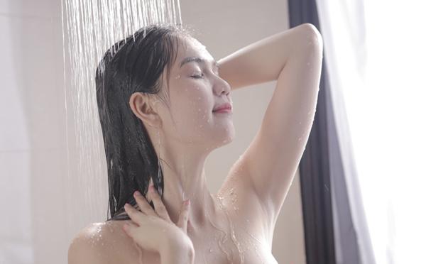 Phản cảm clip quảng cáo nude toàn bộ của Ngọc Trinh