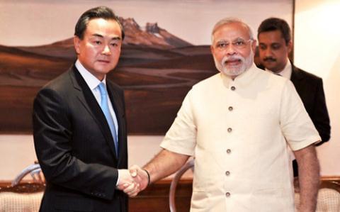 Ngoại trưởng Trung Quốc đến Ấn Độ làm thân sau khi Tân Thủ tướng Narendra Modi lên nắm quyền