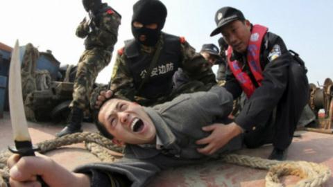 Cảnh sát Giang Tô đang diễn tập chống khủng bố ở tỉnh Giang Tô