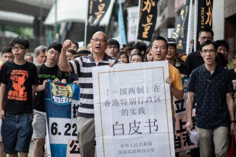 Người Hồng Kông xuống đường phản đối sách trắng của Bắc Kinh