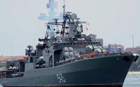 Ngày 17/6 vừa qua, đoàn chiến hạm Nga gồm tàu chống ngầm cỡ lớn Nguyên soái Shaposhnikov, tàu chở dầu Irkut và tàu cứu hộ Alatau đã ghé thăm không chính thức cảng Cam Ranh.