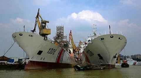 Hải Cảnh 3306 neo đậu cạnh Hải Cảnh 1306 cùng thuộc lớp 3.000 tấn