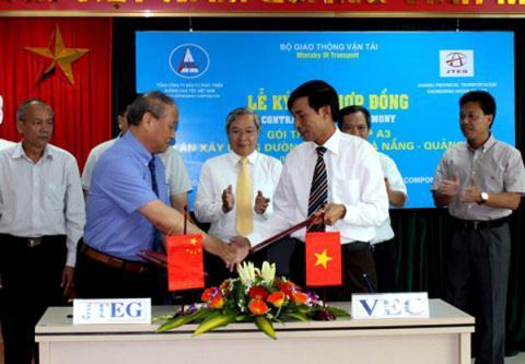 Lễ ký hợp đồng với nhà thầu gói thầu xây lắp A3, cao tốc Đà Nẵng - Quảng Ngãi