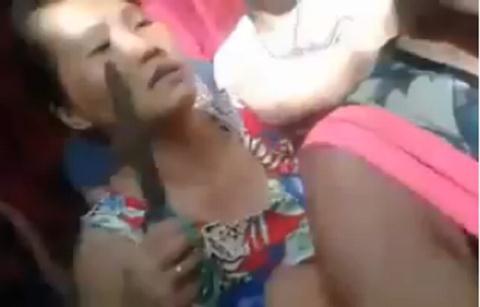 Người dân dùng kéo cắt tóc người phụ nữ ăn cắp