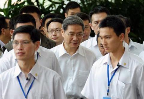 Ông Trương Chí Quân (giữa) trong chuyến thăm Đài Loan