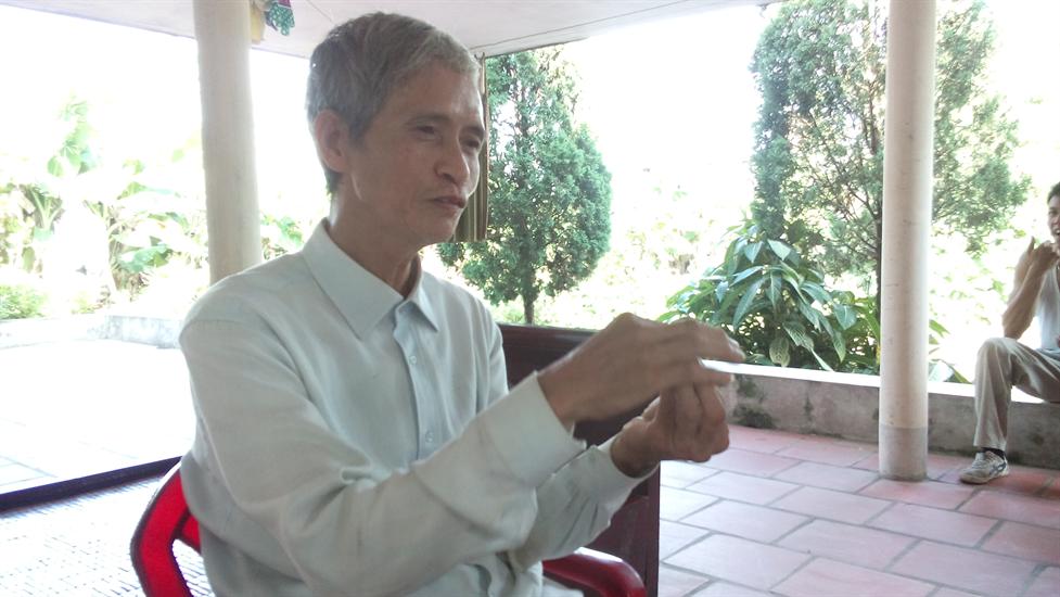 Người nông dân Bùi Văn Kiên chia sẻ về chiếc lò có khả năng đốt rác triệt để và phát điện của mình với phóng viên chiều ngày 7/7/2014. Ông khẳng định phát minh của ông có thể có rất nhiều ứng dụng, đặc biệt trong lĩnh vực môi trường.