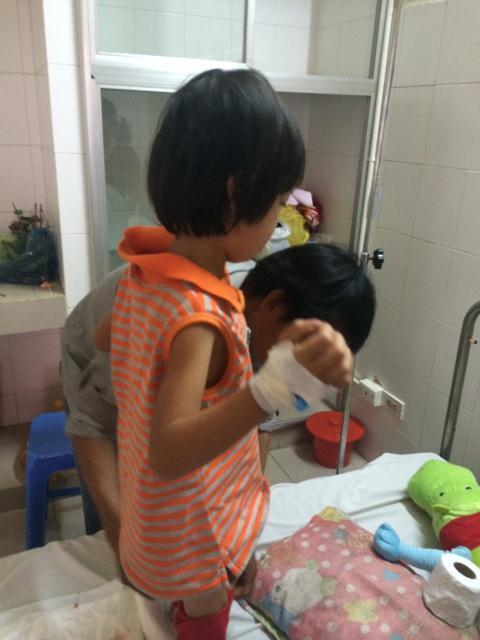 Cháu C. được theo dõi điều trị tại bệnh viện