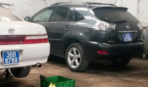 Hai chiếc xe cùng biển số đều là của Công an tỉnh Thanh Hóa