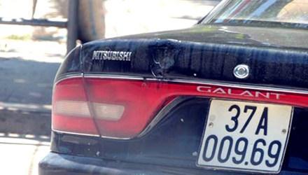 Chiếc xe Lào mang biển số giả