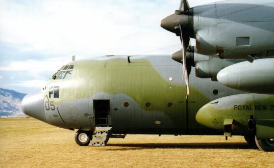 Malaysia đã điều đến hai chiếc máy bay C-130 Hercules để tham gia tìm kiếm, điều tra về vụ tai nạn máy bay MH17 đã gặp tai nạn tại Ukraine hôm 17/7 vừa qua. (ảnh máy bay C-130 Malaysia)
