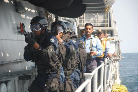 Hải quân Ấn Độ tập trận chống khủng bố và cướp biển