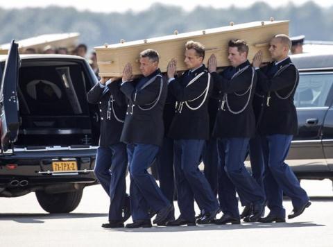 Đưa thi hài các nạn nhân vụ MH17 từ Ukraine tới Hà Lan