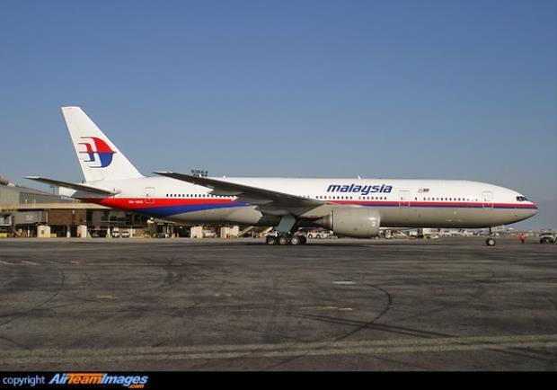 MH-17 có một cửa sổ nhỏ dưới lá cờ Malaysia
