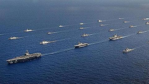 Chiến hạm các nước diễu hành dưới sự chỉ huy của tàu sân bay CVN-76