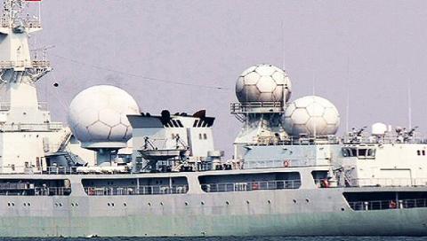 Bộ 3 antenna hình cầu cỡ lớn trên tàu trinh sát điện tử Trung Quốc