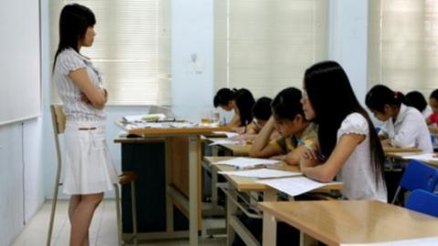 Các chuyên gia cho rằng việc giữ lại sinh viên sau khi tốt nghiệp làm giảng viên chỉ khiến cho giáo dục Đại học thoái hóa.