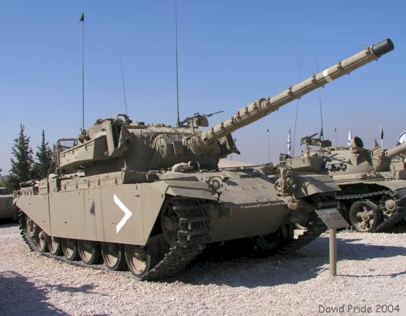 Theo thông tin từ Ủy ban Kiểm soát và xuất khẩu vũ khí Anh, hiện tại giữa Anh và Israel đang có 109 hợp đồng trong lĩnh vực quân sự đang được thực hiện với tổng giá trị các hợp đồng ước đạt 7,8 tỷ USD. (Xe tăng lạc hậu Centurion của Anh trong biên chế lục quân Israel).