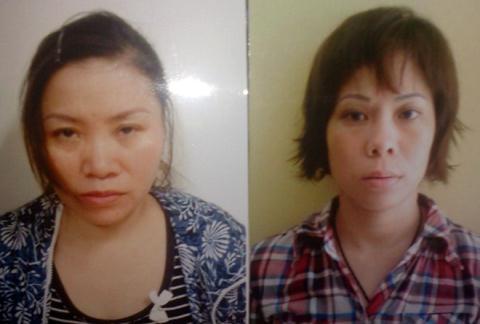 Trang và Nguyệt (trái) tại cơ quan điều tra.