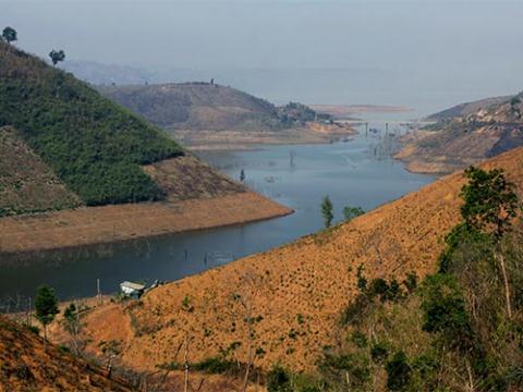 Khu vực hồ thủy điện Buôn Tua Srah thuộc tỉnh Đắk Lắk đã khiến nhiều diện tích rừng bị san phẳng