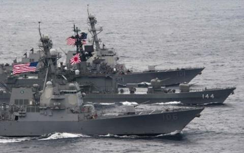 Tàu chiến Nhật Bản và Mỹ tập trận chung tại Biển Hoa Đông
