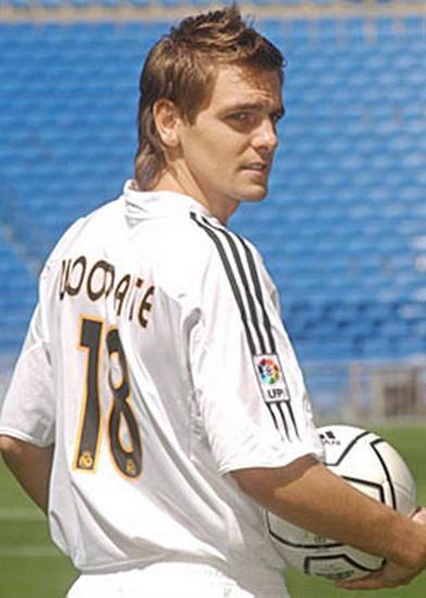 Năm 2004, Real Madrid mua Jonathan Woodgate nhưng không dùng được bao nhiêu, vì anh này dính chấn thương liên miên. Mất 1 năm sau ngày ký kết anh mới xỏ giày vào sân trận đầu, và phản lưới nhà!