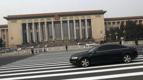 Xe Audi chạy trên đường phố Bắc Kinh. Trung Quốc phạt cả Audi và các công ty Nhật vì tội vi phạm luật chống độc quyền.