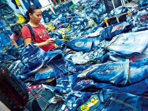 Hàng Trung Quốc giá rẻ gần như chiếm trọn phân khúc cung cấp sản phẩm cho đại đa số người dân vùng nông thôn rộng lớn và dân nghèo thành thị